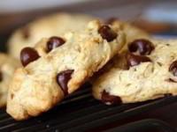 Бисквитное печенье с кусочками шоколада