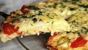 Пицца на лепешке из куриного фарша