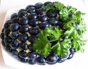 Салат с курицей Гроздь винограда