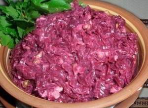 Свекольный салат с сыром и яйцом