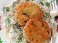 Куриные котлеты с сыром и грибной соус
