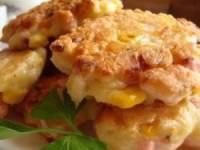 Пышные оладушки с кукурузой, сыром и ветчиной