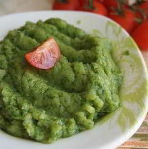 Пюре из запеченного картофеля с печеным чесноком и зеленью