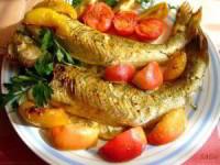 Судак, запечённый с овощами