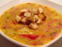Суп гороховый с копченой колбасой и сладким перцем