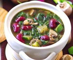 Грибной суп с красной фасолью и шпинатом