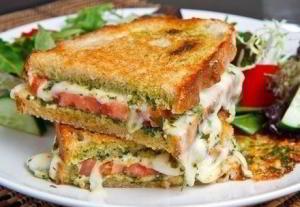 Бутерброд - гриль Капрезе