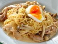 Спагетти с куриным сливочным соусом