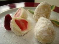 Творожные пасхальные яйца с клубникой