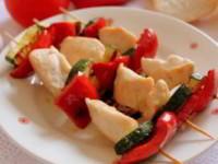 Шашлык из курицы с овощами на шпажках