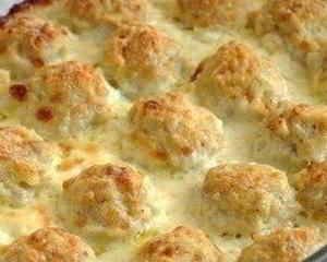 Нежные куриные шарики в сырно-сливочном соусе