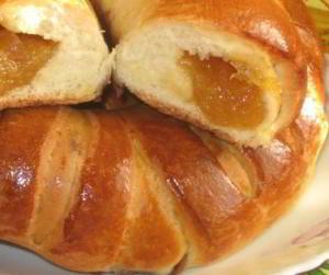 Сдобные булочки с апельсиновым вареньем