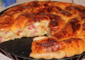 Улитка с колбасой и сыром