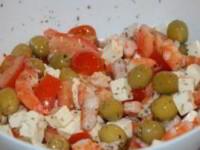 Вкуснейший полезный салат с креветками, черри и оливками за 5 минут