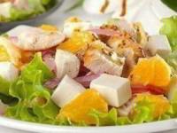 Салат с апельсинами, куриным филе и сыром фета