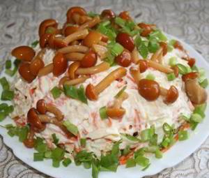 "Салат с грибами и мясом ""Лукошко"""