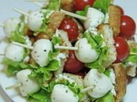 рецепт Канапе с томатами, моцареллой и гренкой
