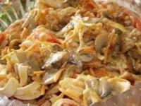 рецепт Салат из шампиньонов и крабовых палочек