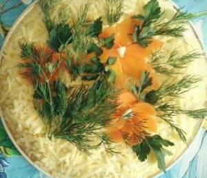 рецепт Слоеный куриный салат с грибами