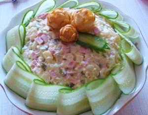 рецепт Салат оливье с мясом и свежими огурцами