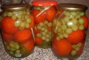 рецепт Помидоры с виноградом (без уксуса) - на зиму