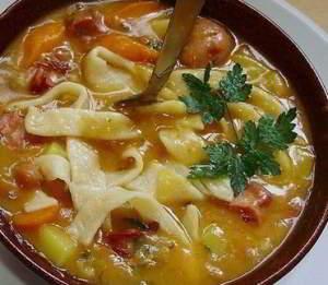 Фасолевый суп с домашней лапшой