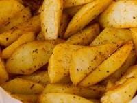 Запеченный картофель по-деревенски с паприкой и тимьяном