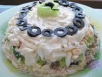 Очень вкусный салат с курицей и грибами