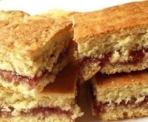 Простое печенье на кефире с вареньем