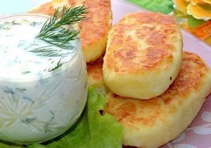 Картофельные котлеты с соусом