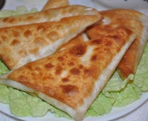 Пирожки с сыром и ветчиной