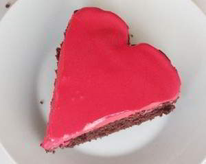 Романтический и очень простой шоколадный торт ко Дню святого Валентина