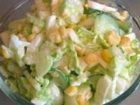 Салат с капустой, огурцами и кукурузой