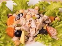 Салат с курицей, виноградом и мандаринами