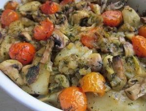 Картофель запеченный с грибами и томатами
