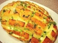 Луковый хлеб с сыром