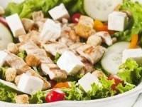 Мясной салат с овощами, моцареллой и соусом чимичурри