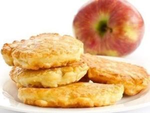 Оладушки с яблоком
