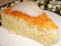 Очень вкусный и сочный манно-яблочный пирог