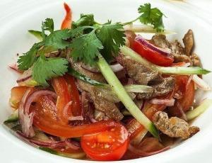 Салат из говядины и помидоров