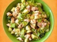 Салат из курицы и огурцов с горчичной заправкой
