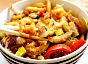 Фунчоза с овощами и морепродуктами