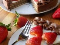 Шоколадный баумкухен, или дерево-пирог, со сметанным кремом