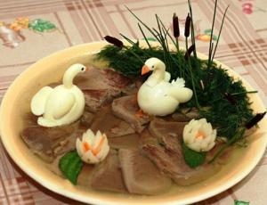 Язык в желе «Лебединое озеро» - новогодние рецепты