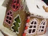Новогодний пряничный домик-светильник