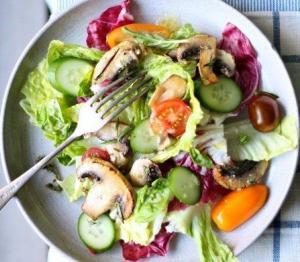 """Салат """"3 правила"""": простой, вкусный и легкий"""