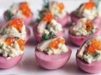 Фаршированные яйца с селедкой - новогодние рецепты