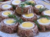 Холодец с яйцом - новогодние рецепты