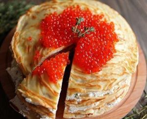 Блинный торт с лососем и сыром