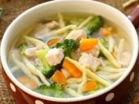 Диетический куриный суп с брокколи